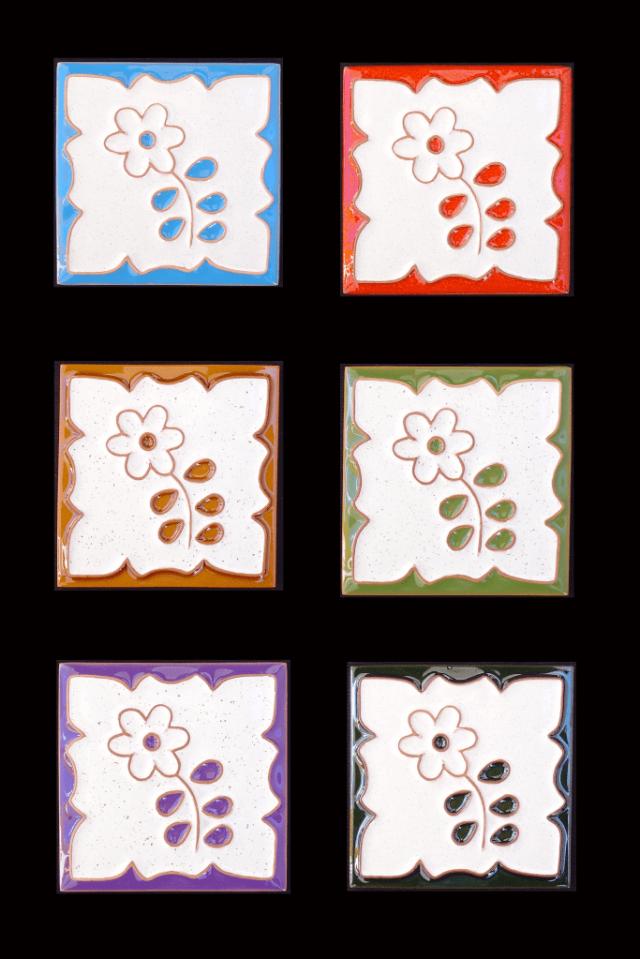 Azulejos pintados com motivos da Madeira.