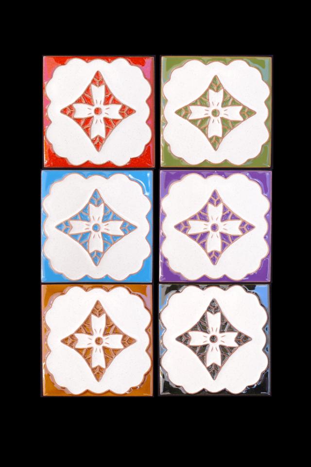Azulejos pintados com motivos da Madeira